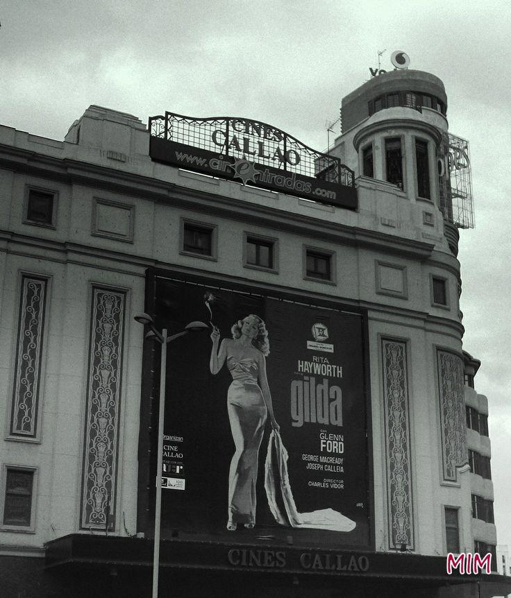 """Cine Callao, estreno de """"Gilda""""  http://2.bp.blogspot.com/-1OCIQ8eZZoc/TqP5CUPBoYI/AAAAAAAAAG8/OrOVXxfUnKU/s1600/gi2.jpg"""