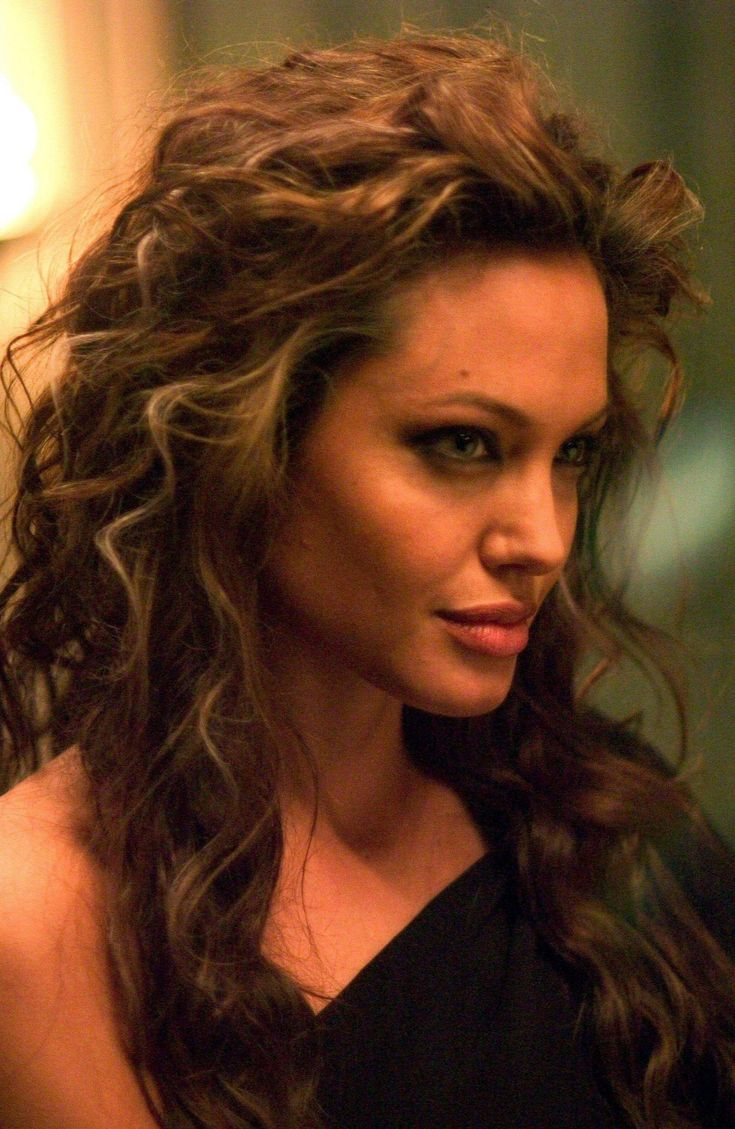 Angelina Jolie. I LOVE her hair in Alexander.