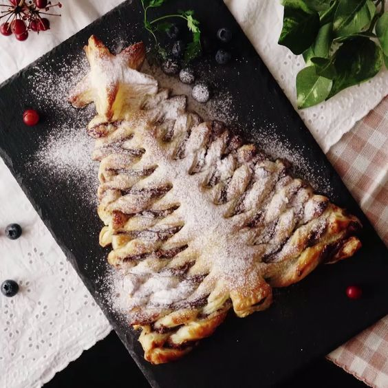 A Nutella christmas tree pie like you've never seen before! Tear off the delicious branches of chocolate-y, flakey goodness!