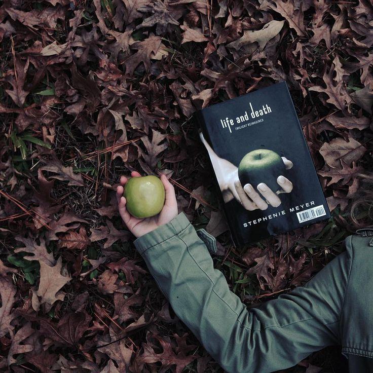 Stephenie Meyer, Twilight Life and Death photography