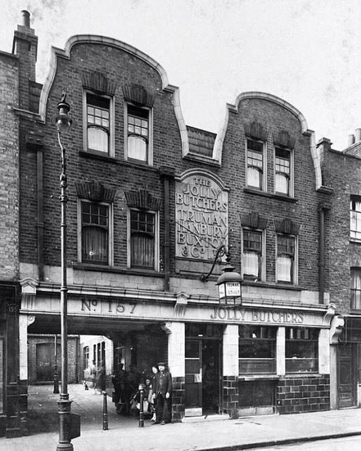 Closed in 1987 the Jolly Butchers in Brick Lane, E1 in 1950 - although it was known as the Turk & Slave in mid 1800s   https://pbs.twimg.com/media/B4RQS42IYAADbuC.jpg:large