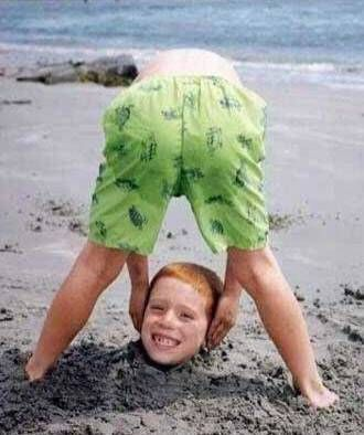 beach photos...want to do this with the boys!: At The Beaches, Beaches Fun, Photos Ideas, Beaches Pics, Funny Pictures, Funny Photos, Funny Kids, Beaches Photos, Beaches Pictures