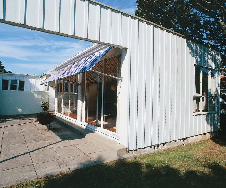 Two of New Zealand's brightest architectural brains undertook the tough task of choosing our country's best homes from the past eighty years