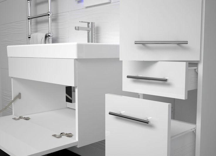Wygodna klapa w szafce łazienkowej zapewni dużo miejsca do przechowywania niezbędnych środków czystości. Meble łazienkowe Basic od Furni zapewniają wygodę i dużo przestrzeni.