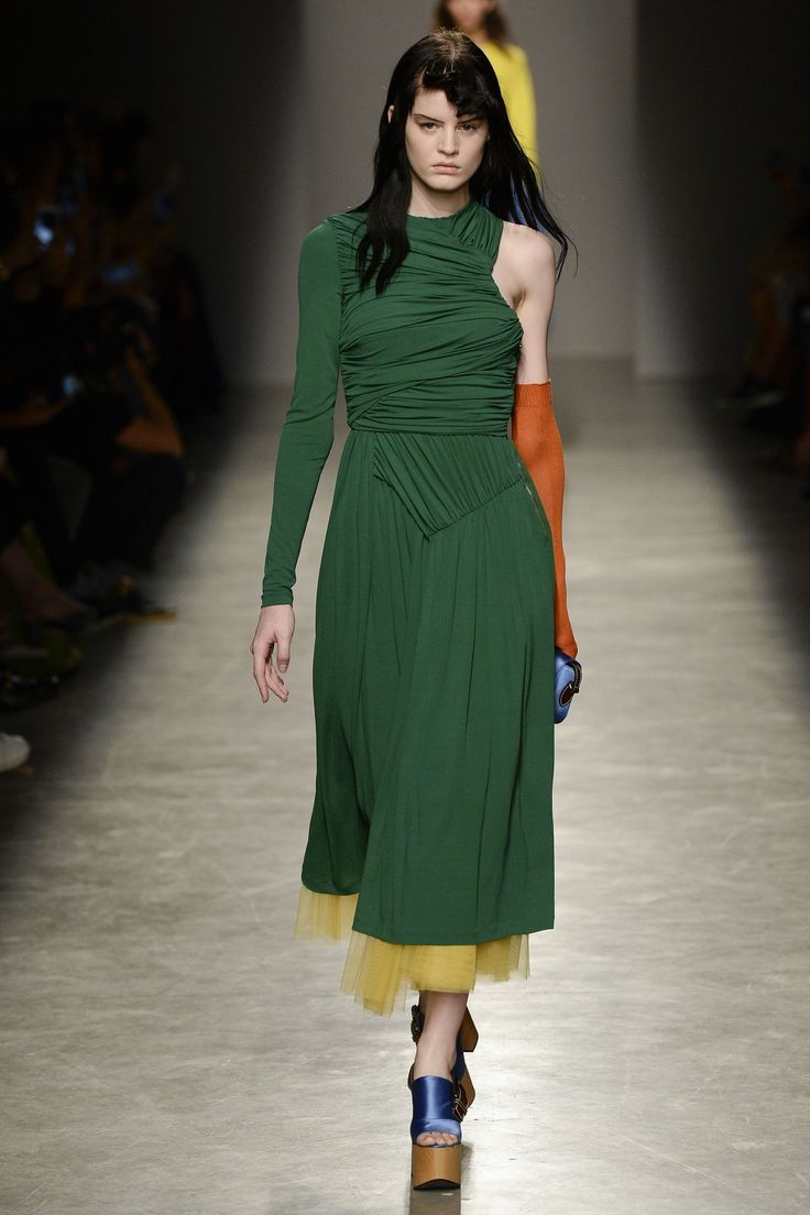 Rochas Spring 2017 Ready-to-Wear Fashion Show