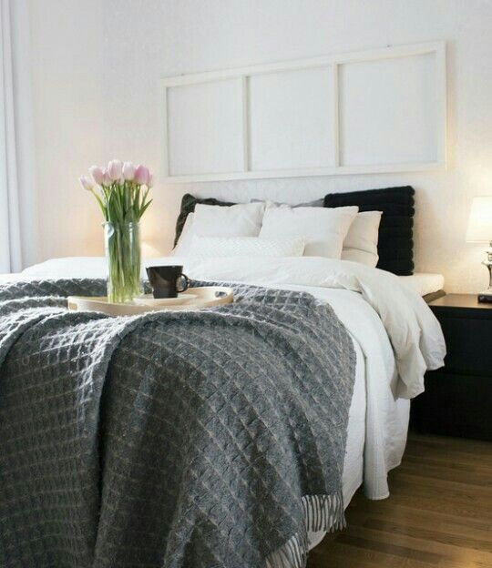 White and calm bedroom interior by st-black.blogspot.fi