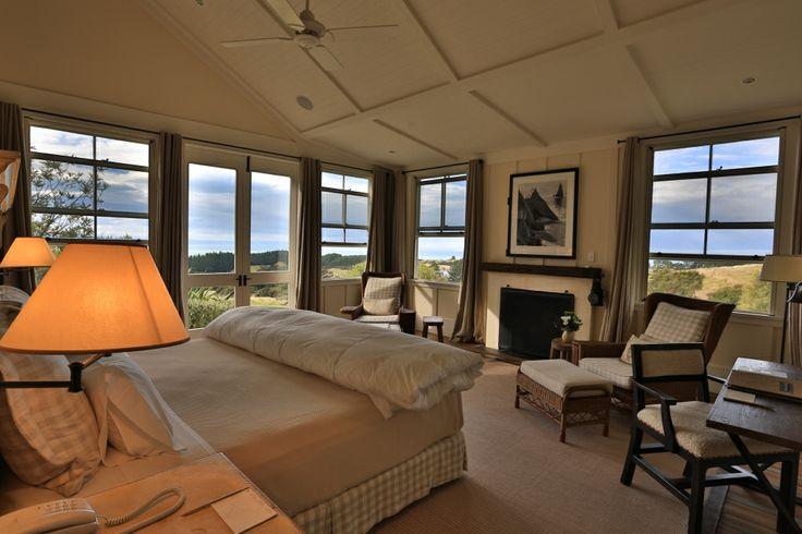 Salah satu penginapan berkelas bintang 5 yang wajib Anda kunjungi ketika berlibur ke Hawke's Bay, New Zealand! Cape Kidnappers Lodge, menawarkan kenyamanan akomodasi dengan kehangatan desain interior kayu dan furniture modern yang natural.  http://bit.ly/1vxikPN