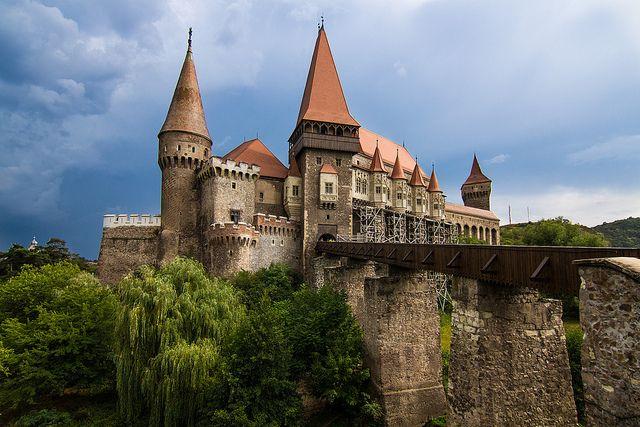 Un castillo que se ve de cuento, ligado a la historia de Drácula (Hunyad, en Rumania)