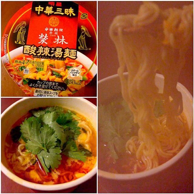 韓国ドラマで夜更かしの私、挨拶回りで帰宅の旦那君、2人共夕飯は済んでるんだけど小腹が…の意見一致で久々真夜中ラーメンシェア - 30件のもぐもぐ - Midnight Hot&sour soup ramen♨️酸辣湯麺 by Ami