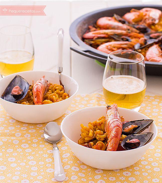La fideuá es un plato tradicional de la Comunidad Valenciana. Con esta receta paso a paso podrás preparar una rica fideuá, un plato similar a la paella.