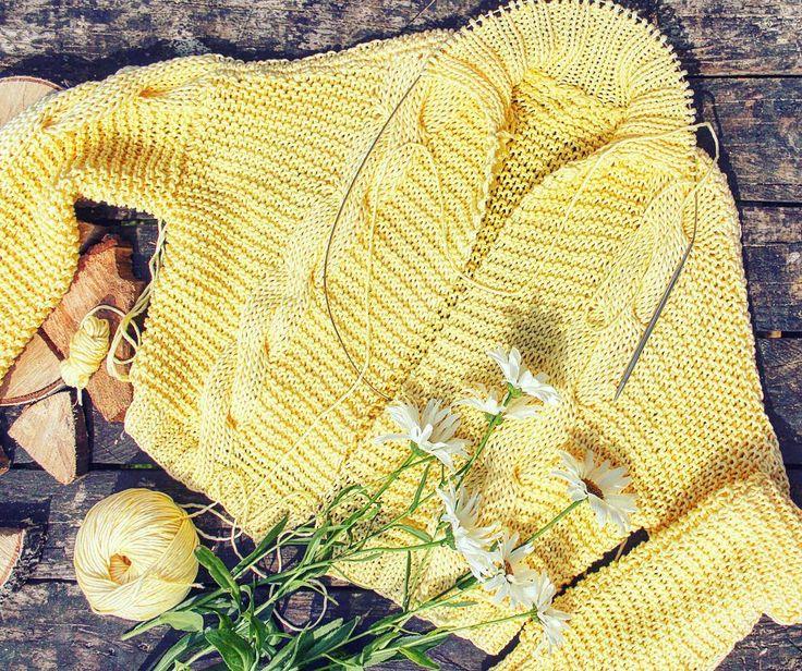 Загорать и вязать? Идеально!!😆🙌 жаль дачные выходные подходят к концу😥 #fashionknit #loveyarn #loveknit #knitforsale #i_loveknitting #iloveknitting #knitforsaleminsk #skein #вяжутнетолькобабушки  #вяжуназаказминск #вяжуназаказ #вяжуипродаю #vscominsk #vscobelarus #vscocam #vscogood #vsco_hub #vscogrid #topvsco #vscolover #yarnporn #bestofvsco #vscoeurope #vscoer #instabelarus #belinsta #instaknit #knitstagram #knittersofinstagram