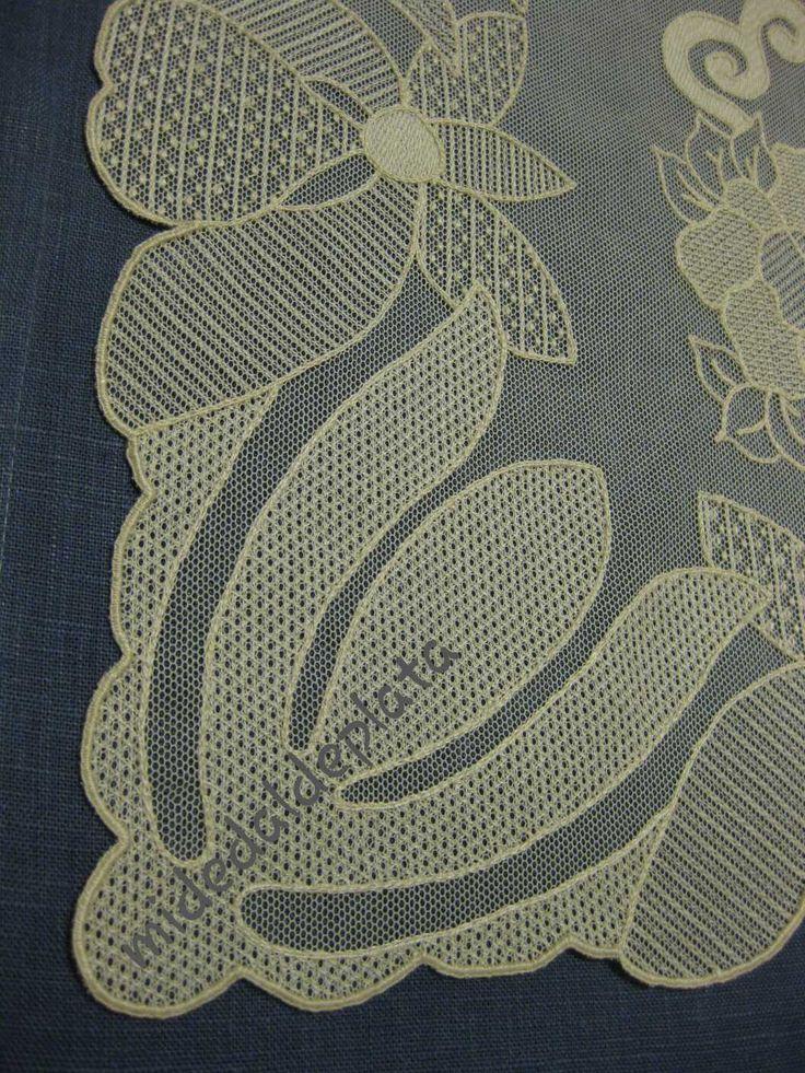 Blog de bordado, costura, bolillos, bordado sobre tul, moda flamenca, ganchillo...