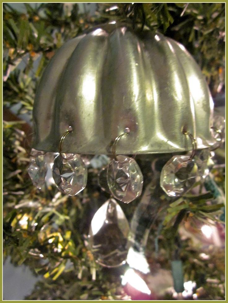 Repurposed vintage jello mold ornament featuring susan