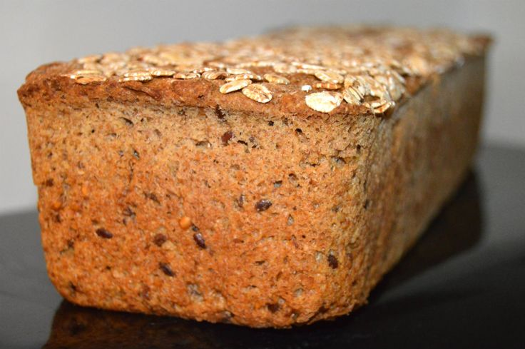 Jeg er så træt af købe rugbrød, det holder så få dage og føltes lidt tomt at spise når først man er begyndt at bage sit eget rugbrød... Så her får i min favorit opskrift på rugbrød... Til 2 store brød s....