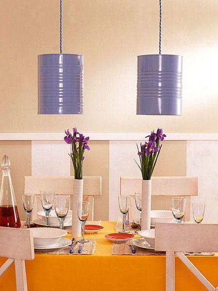 Luminárias com baldes de lata pintados.: Farms Wedding, Pendants Lamps, Idea, Recycled Cans, Lights Fixtures, Bright Color, Paintings Cans, Pendants Lights, Tins Cans Crafts