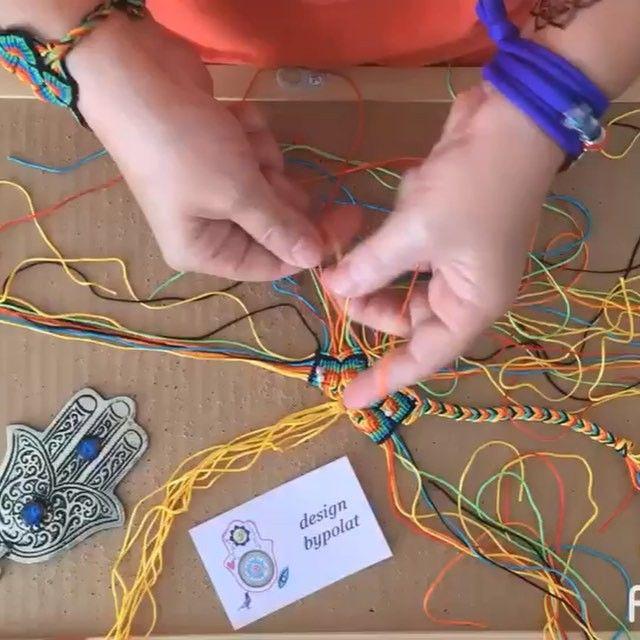 Efendiimmmm💕🙆🏻💕 mandala bilekliğin yapılışını merak edenlere gelsin✌️✌✌ Sevgiyle🍃👁👁🍃 🎥: @ecemozcan 🎤: @tarkan #designbypolat  #design #designer #mandala #zentagle #namaste #crossstitch  #kanaviçekolye #hamsa  #spiritual #chakra#picoftheday #unique #fashion #yoga #bileklik #bracelet #macrame #pulseras #handmade #necklace #bag #ethnic #otantik #tshirt #vscocam #aniyakala #tarkan #cuppa #cuppacuppa