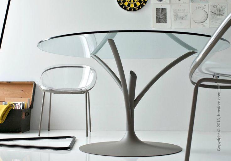 Стол Calligaris Acacia CS/4071-V идеально подойдет для использования в гостиных и столовых. Эксклюзивный дизайн такого стола и высококачественные материалы сделают его прекрасным дополнением вашего интерьера. Круглая стеклянная столешница опирается на стильный металлический пьедестал в форме дерева, что делает стол максимально устойчивым и придает его внешнему виду изысканности и утонченности. За столом Acacia могут разместиться до 4-х человек.