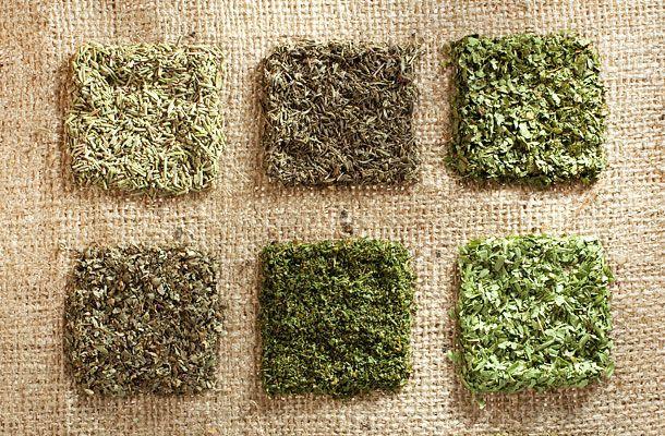 Karcsúsító tea: így készítsd Maria Treben receptje alapján | femina.hu
