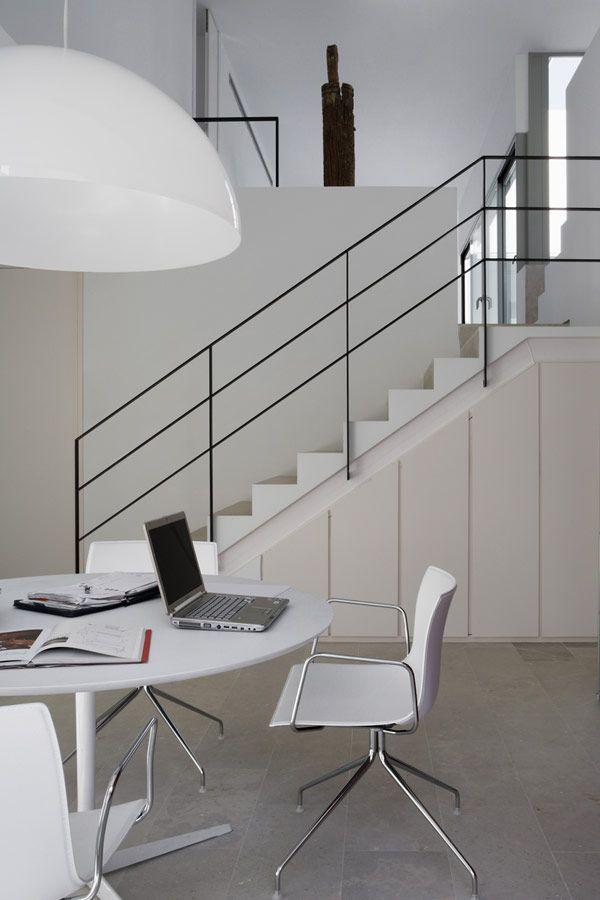 Penthouse de dos Niveles Con Espacios Verdes y Cautivador Diseño Minimalista