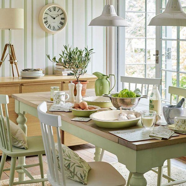 green dining rooms. Green And White Dining Room   #GreenDiningRoom Rooms