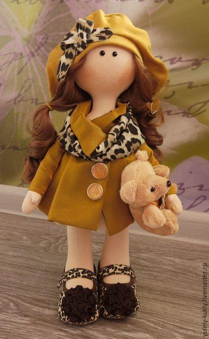 Купить или заказать Текстильная куколка ручной работы Тоня в интернет-магазине на Ярмарке Мастеров. Текстильная кукла ручной работы Тоня. Рост 43 см., стоит сама. Сшита из кукольного трикотажа. Волосы- кукольные трессы. Одета в платье из тафты, атласное пальто и трикотажный берет. На ножках кукольные туфельки. В ручках любимый мишка.