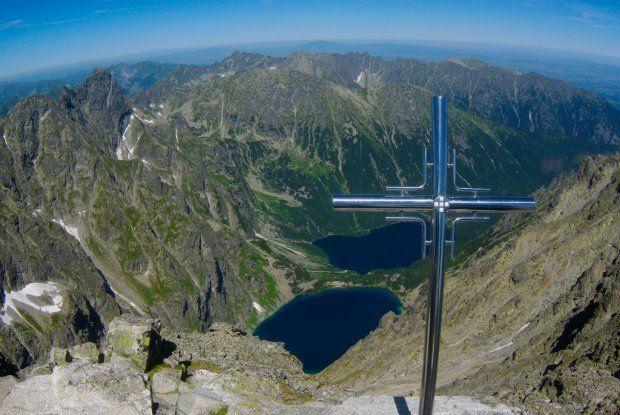 Rysy. Najwyższy szczyt Polski, ma wysokość 2499 m n.p.m. Leży na pograniczu polsko-słowackim w Tatrach Wysokich.