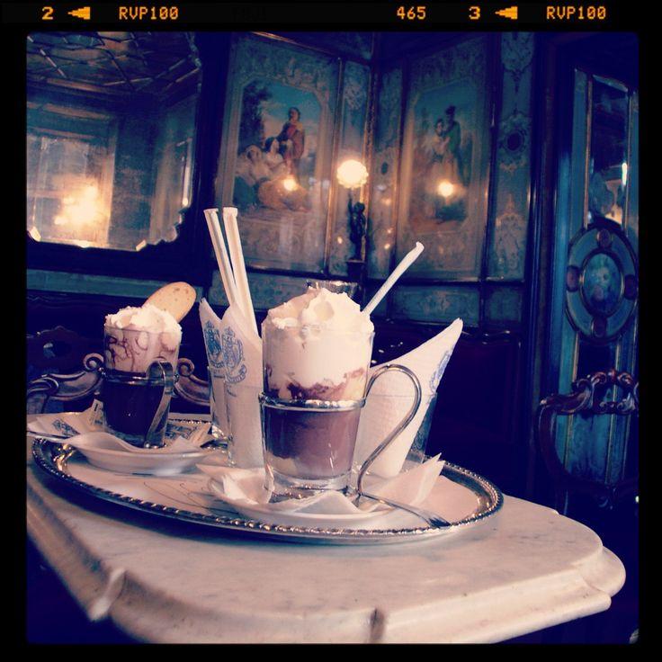 Chocolate Florian Rituality and service | Caffè #Florian a #Venezia San Marco - Florian #cafè in #Venice Saint Mark #travel #travelinspiration #italy #italia #veneto #instaitalia #italianalluretravel #lonelyplanetitalia #lonelyplanet