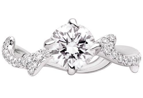 Bague fiancaille Dior Joaillerie http://www.vogue.fr/mariage/bijoux/diaporama/mariage-bague-de-fiancailles-classiques-diamants/31220#bague-fiancaille-dior-joaillerie