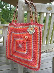 A very nice bag done in one of my favorite granny squares