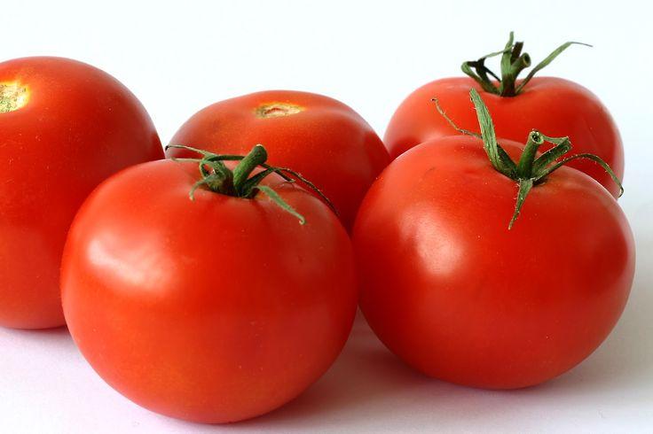 10 Manfaat Tomat Untuk Kesehatan Tubuh - Ditahun 2017 ini, siapa coba yang tidak kenal dengan buah yang satu ini.