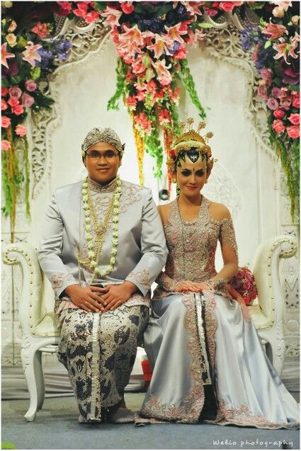 Javanese wedding Love her dress. Just her dress.