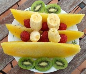 Gelbe Wassermelone, Banane, Kiwi und Erdbeer Fruchtplatte