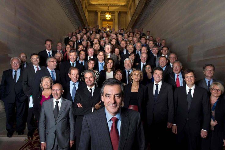 Il y a des traitres sur la photo d'hier. En particulier un mec qui était le directeur de campagne de Fillon, puis qu'il a abandonné pour Sarkozy et qui maintenant revient chez celui qu'il a e…