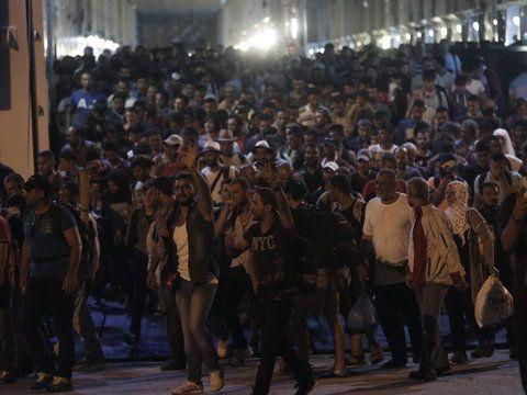 Chaos panuje na greckich wyspach we wschodniej części Morza Egejskiego. Codziennie tysiące nowych imigrantów przypływają od strony Turcji. Z każdym tygodniem sytuacja pogarsza się.