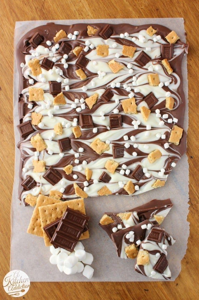 Triple Chocolate S'mores Bark ~ Love this!! I've been on such a s'mores kick lately and this is perfect!! This not only sounds delicious but it's supppper pretty!