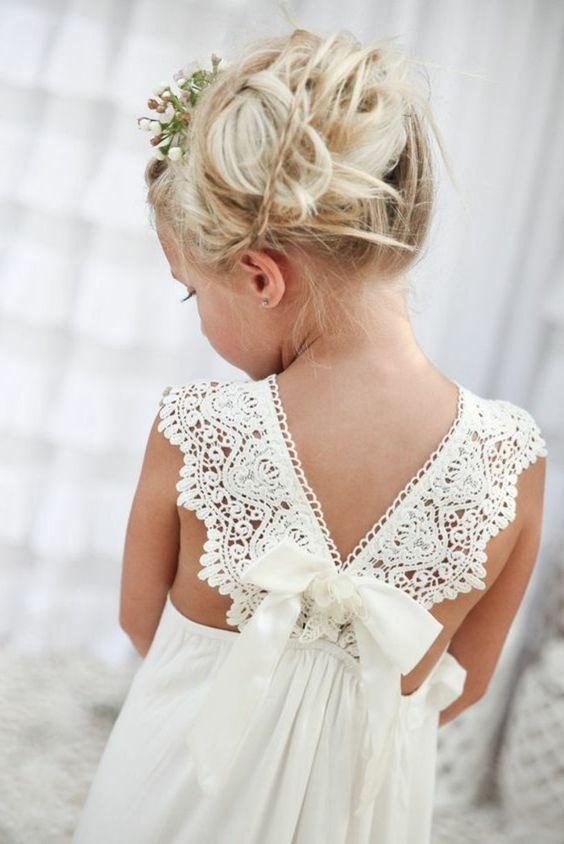 ravissante coiffure pour petite fille mariage en blanc
