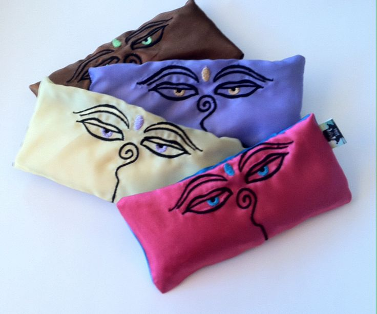 Relax with this soothing eye pillow to help recover from a stressful day. The pillow has a wonderful relaxing aroma that will support restful sleep and relaxation.    Use this pillow for meditation, yoga, naps and before bed.   This pillow can be used as a hot/cold pack too.  This pillow has ...