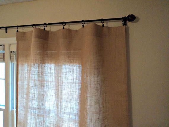 Este conjunto de paneles de la cortina de arpillera agregará un magnífico color y textura a cualquier sitio. Medida de los paneles hechos a mano de olores y químico arpillera gratis, 38 de ancho. Puede seleccionar su longitud o no dude en ponerse en contacto conmigo para cualquier tamaño de encargo. Las cortinas cuentan con un bolsillo de la barra de 3 o usted puede colgarlos usando sujetadores de cortina como se muestra. Clips no se incluyen con su compra. Este listado está para los…