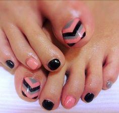 Chevron Toe Nail Design