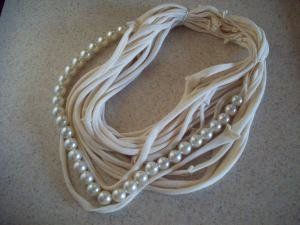 tee shirt necklace- love the pearls