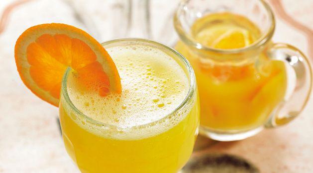 La receta perfecta para el Agua de Valencia Ingredientes: 500 ML de zumo de naranja natural, 60 ML de ginebra, 60 ML de vodka, 3 cucharadas al ras de azúcar, 500 ML de champagne Moet Ice Imperial. #Terrazas #Mujer #Sun