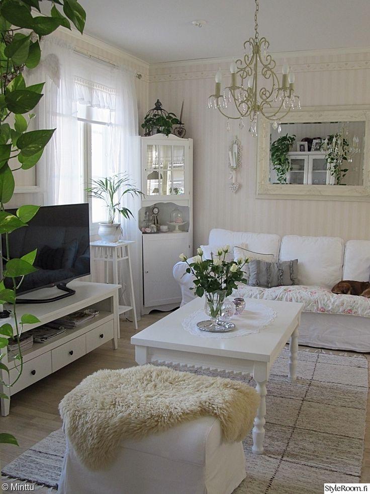 valkoinen,ektorp,tuunattu pöytä,kulmakaappi,olohuone