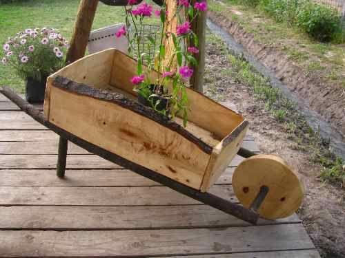 Carretas y carretillas r sticas en madera carretas for Carretillas de madera para jardin