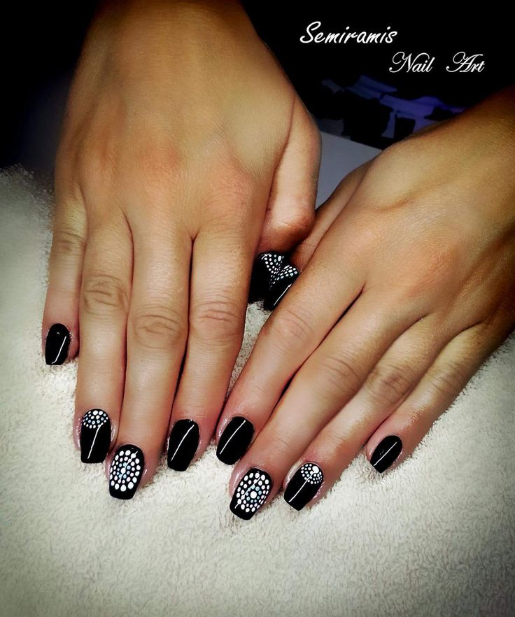Mandala nails black