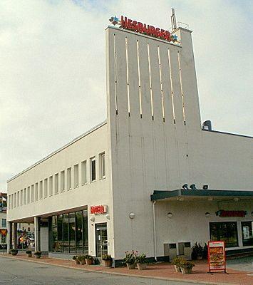 Hesburger Turun linja-autoasemalla (Jägerroos 1940). Rakennus valmistui alunperin Esson piirikonttoriksi ja huoltamoksi. #funkis #funkkis #functionalism