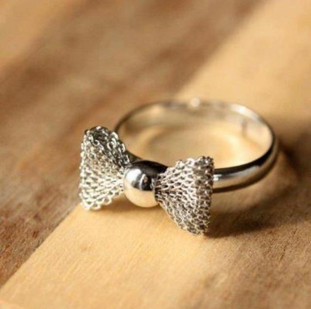 Interesting bow model ring