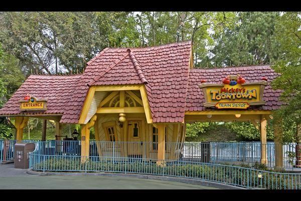 Disneyland park touring plan
