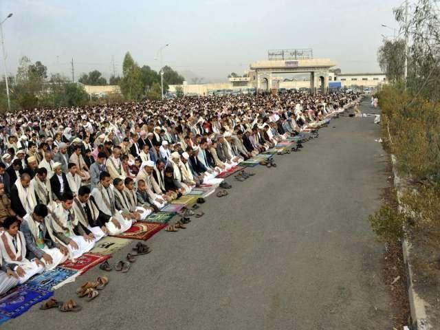 #Eid prayer unites Yemen's political rivals, #EidMubarak http://www.worldbulletin.net/news/141477/eid-prayer-unites-yemens-political-rivals… pic.twitter.com/07W6z1AVlc
