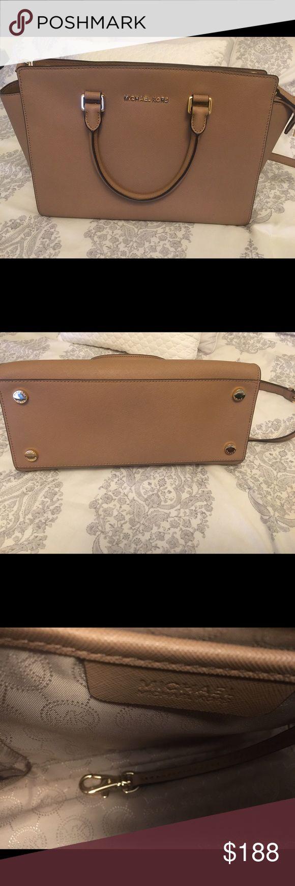 Michael Kors beige Selma Medium satchel Michael Kors Selma satchel bag in a beige color. This bag has only been used about 5 times. Michael Kors Bags Crossbody Bags