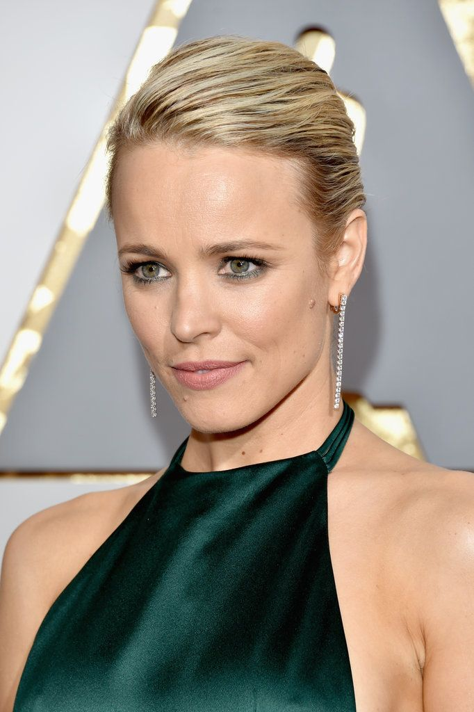 Rachel McAdams's Sister Gave Her a Chanel Makeover For the Oscars.
